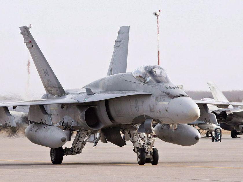 anecdote : un CF-18 enrase-mottes