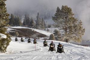 snowmobiles-2108769_640
