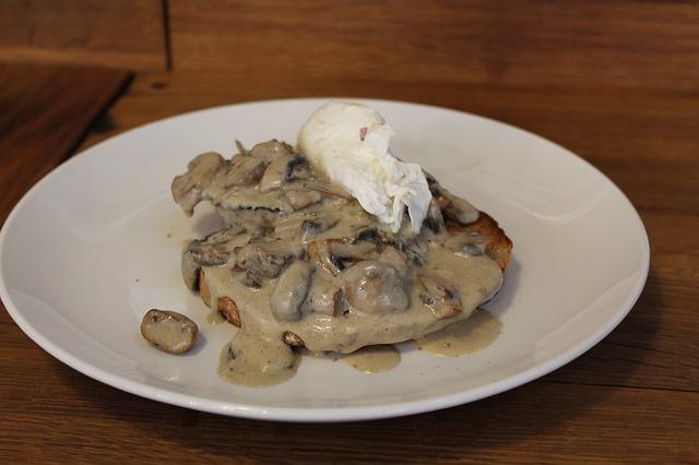 → sauce crémeuse aux champignonssauvages